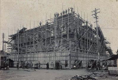 建設途中の二十三銀行本店